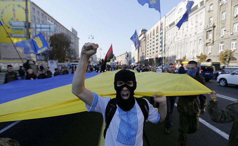 Активисты партии «Свобода» во время митинга в Киеве