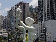 Статуя Богини демократии, символ протестов на площади Тяньаньмэнь, на улице в Гонконге