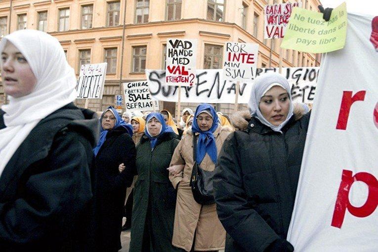 Акция протеста мусульман против законопроекта о запрете ношения хиджаб во французских школах, Стокгольм