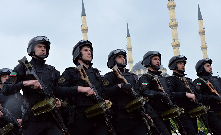 Бойцы полка специального назначения имени Ахмата Кадырова на параде