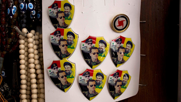 Значки с изображениям лидера «Хезболлы» Шейха Хасана Насраллы, президента Сирии Башара Асада и его отца Хафеза Асада
