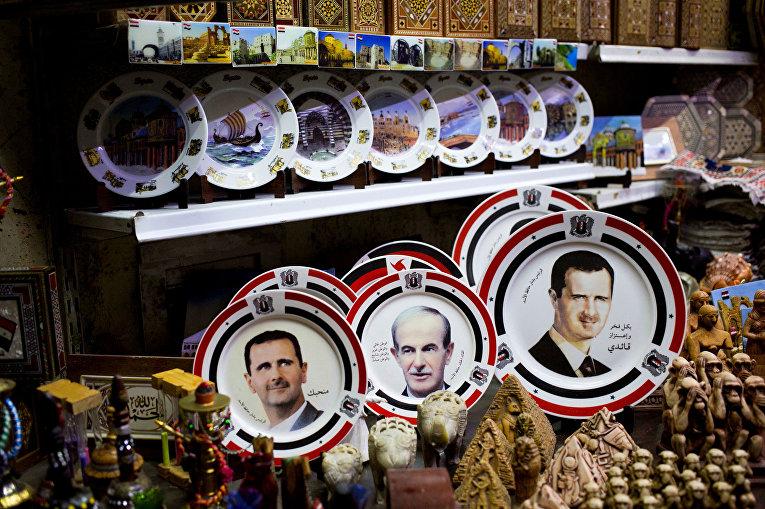 Ассортимент товаров в сувенирном магазине в Дамаске
