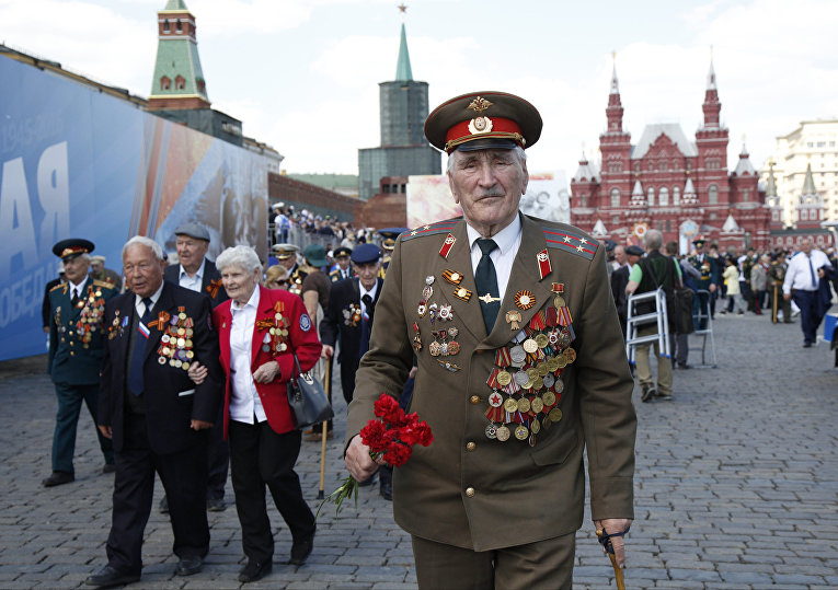 Дмитрий Филипов, 90-летний ветеран во время парада Победы