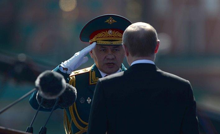 Президент России Владимир Путин и министр обороны РФ Сергей Шойгу на военном параде