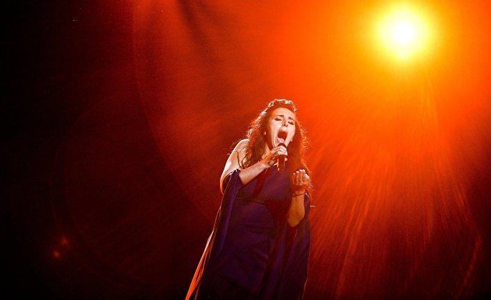 Джамала во время генеральной репетиции конкурса песни «Евровидение 2016»