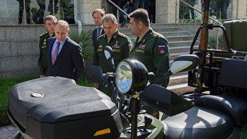 Президент РФ Владимир Путин провел совещание с военными в Сочи