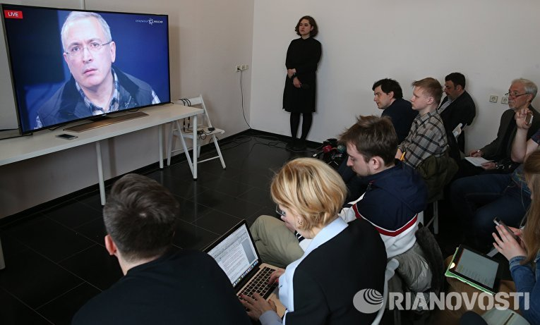 Экс-глава ЮКОСа Михаил Ходорковский во время онлайн пресс-конференции в офисе «Открытой России»