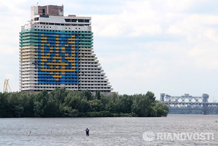 Недостроенная гостиница «Парус» в Днепропетровске