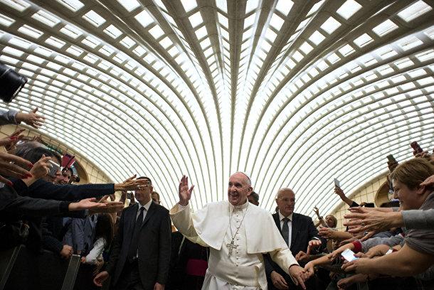 Папа Франциск перед встречей с членами Союза католических предпринимателей в Ватикане