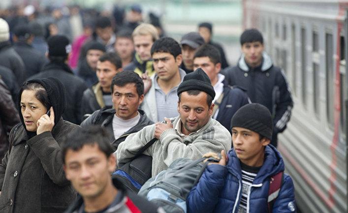 Прибытие поездов из Средней Азии в Москву