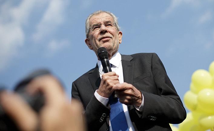 Кандидат в президенты Австрии Александр Ван дер Беллен во время предвыборного митинга в Вене