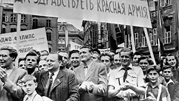 Митинг в Праге по случаю особождения Чехословакии от оккупации