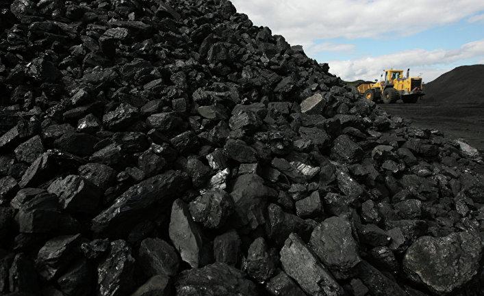 Сортированный уголь на складе обогатительной фабрики