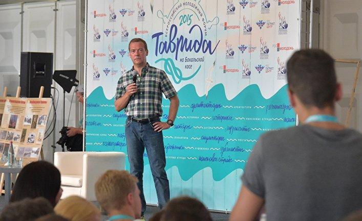 Дмитрий Медведев во время встречи с участниками Всероссийского молодежного образовательного форума «Таврида» в Крыму