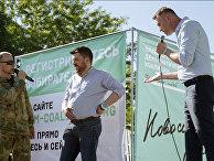 Алексей Навальный, Леонид Волков и представитель Национально-освободительного движения на митинге в Новосибирске