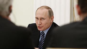 Владимир Путин во время встречи с представителями деловых кругов Франции