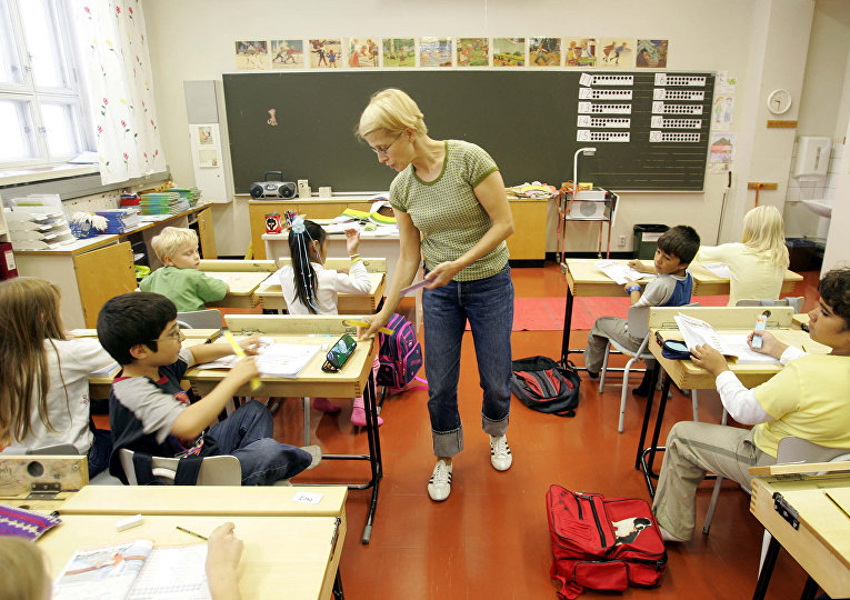 Ученики второго класса в начальной школе в городе Вааса