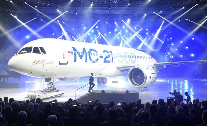 Церемония выкатки магистрального самолета МС-21-300