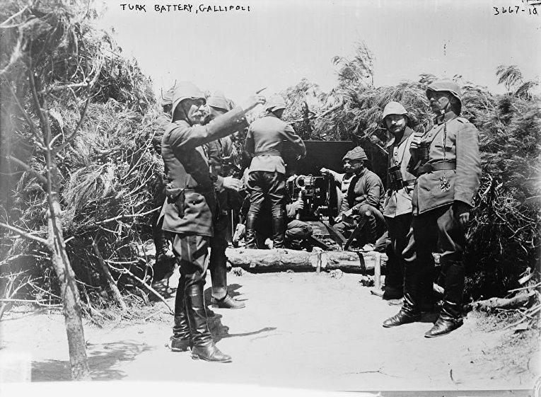 Мехмет Эсат-паша и османская артиллерийская батарея в Галлиполи.