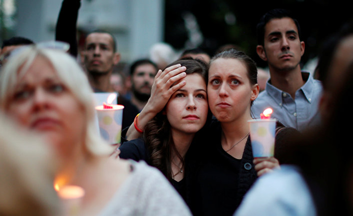 Акция памяти жертв стрельбы в гей-клубе в Лос-Анджелесе