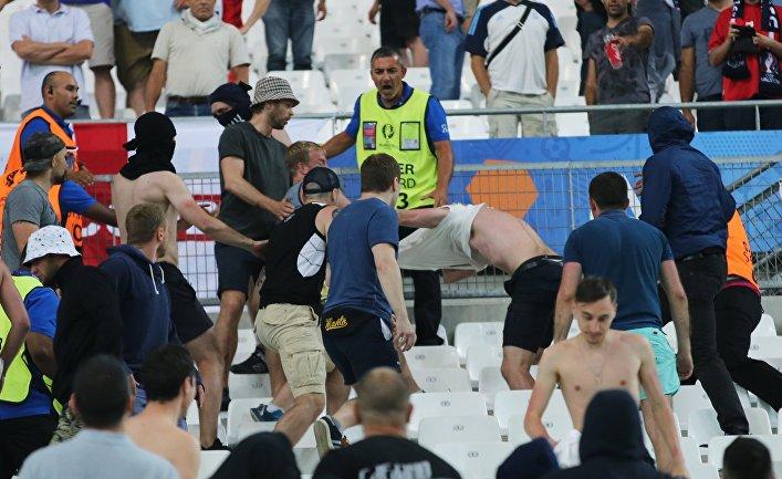 Драка на трибуне после матча чемпионата Европы по футболу — 2016 между сборными командами Англии и России