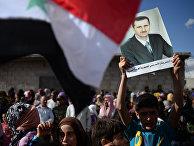 Жители населенного пункта Каукаб в Сирии во время раздачи российской гуманитарной помощи