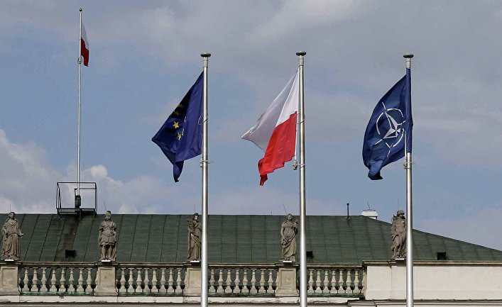 Флаги: Польши, ЕС и НАТО