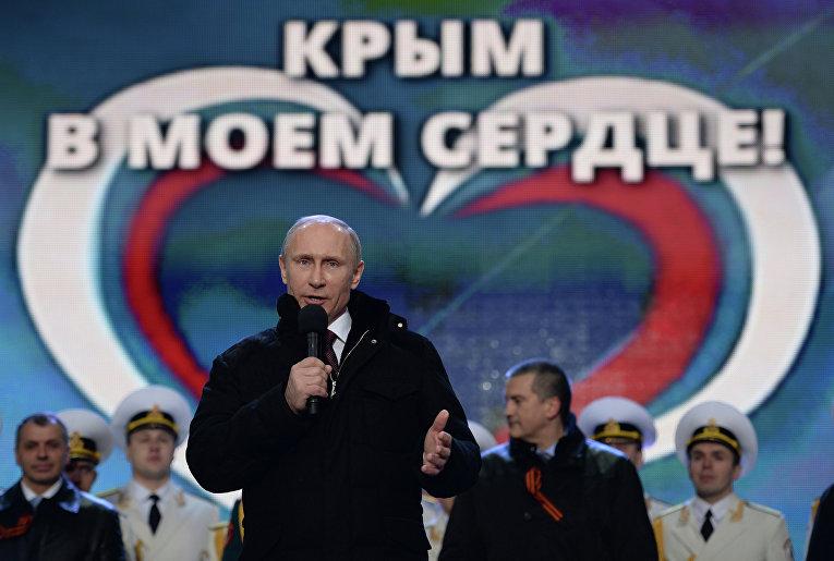 """В.Путин посетил митинг-концерт """"Мы вместе!"""" на Красной площади в Москве"""