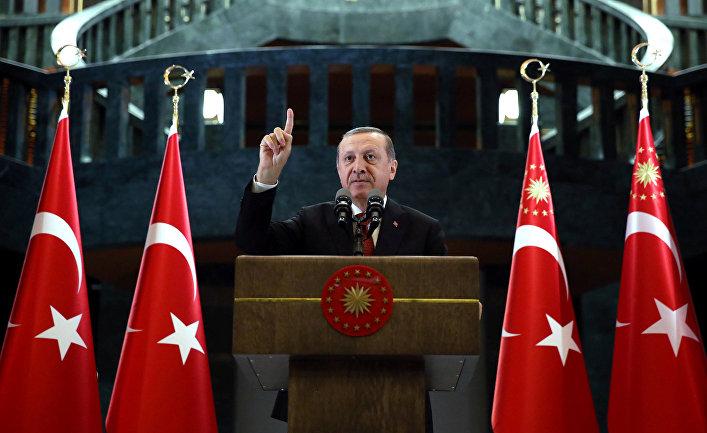 Президент Турции Тайип Эрдоган выступает с речью в Анкаре