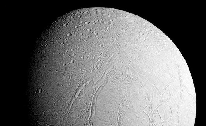 Энцелад, шестой по величине спутник Сатурна