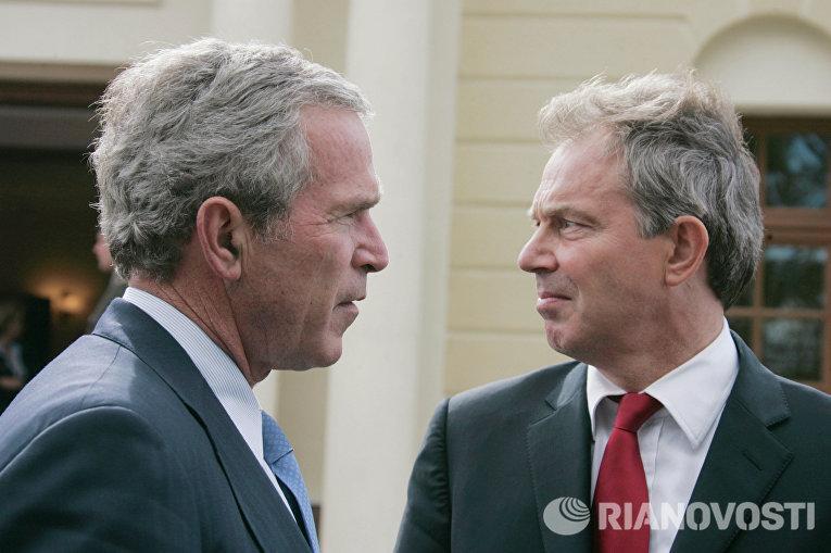 Президент США Джордж Буш и премьер-министр Великобритании Тони Блэр. Архивное фото