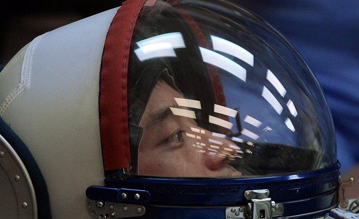 Член основного экипажа 48/49-й экспедиции на Международную космическую станцию японский астронавт Ониши Такуя