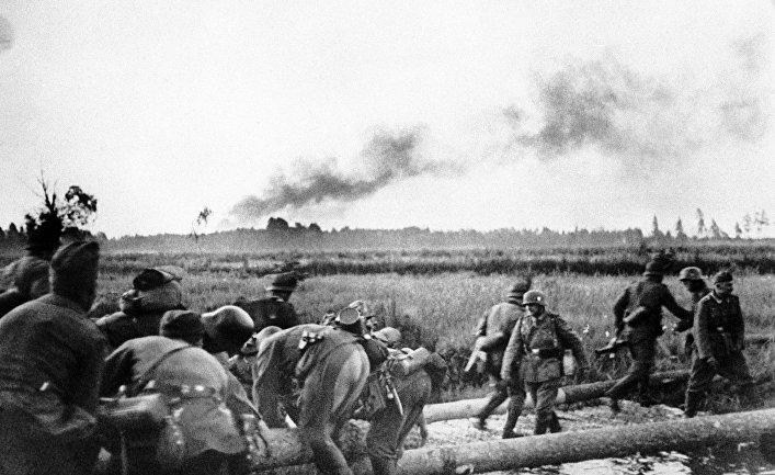 Наступление немецких солдат во время ВОВ