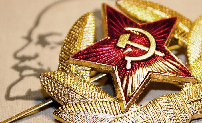 Значок СССР и изображение Владимира Ленина