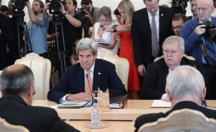 Государственный секретарь США Джон Керри во время встречи с министром иностранных дел РФ Сергеем Лавровым в Москве