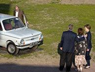 Президент России Владимир Путин демонстрирует автомобиль «Запорожец»