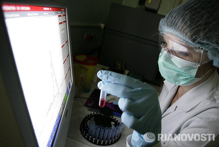 В вирусологической лаборатории Центра по профилактике и борьбе со СПИДом и инфекционными заболеваниями