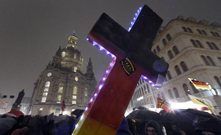 Участники демонстрации «против исламизации Европы» в Дрездене