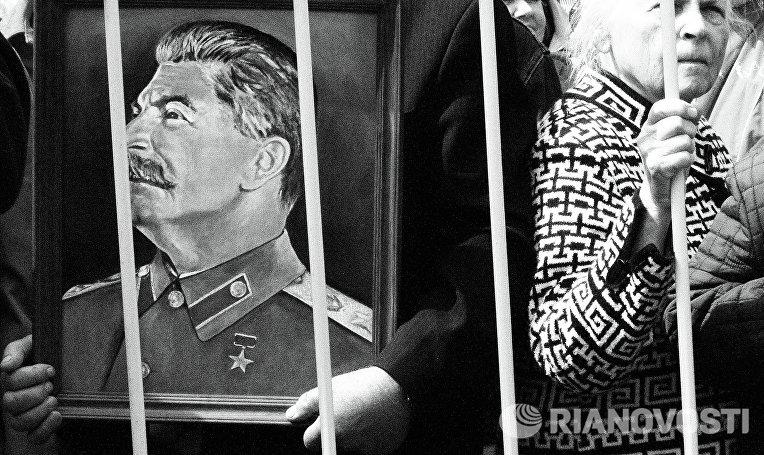 Первомайские шествие и митинг КПРФ в Москве