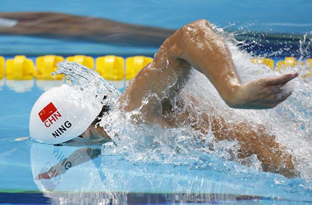 Китайский пловец Нин Цзэтао