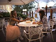 Посетители кафе на Красной площади