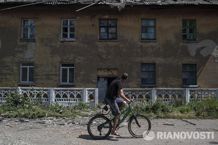 Последствия обстрела поселка Дом в поселке Никитовка Донецкой области, поврежденный в результате обстрела в Донецкой области