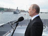 Владимир Путин на катере «Серафим Саровский» во время морского парада кораблей в честь Дня ВМФ в Санкт-Петербурге