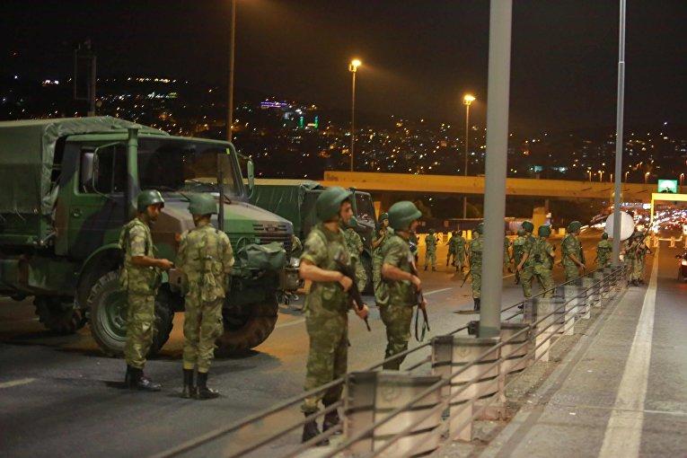 Военные в Стамбуле. 16 июля 2016