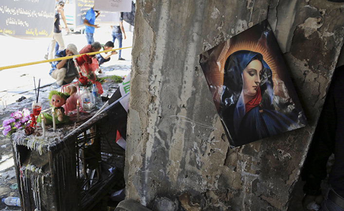 Изображение Девы Марии на стене разрушенного торгового центра, на месте взрыва грузовика со взрывчаткой в Багдаде