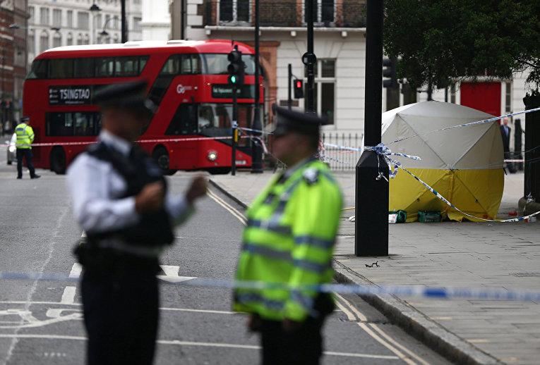 Сотрудники правоохранительных органов на месте происшествия на Рассел-сквер в Лондоне