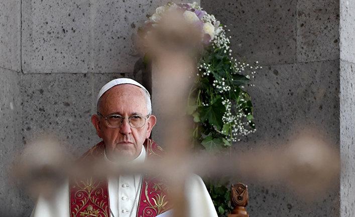 Папа римский Франциск на Божественной литургии в Апостольском соборе