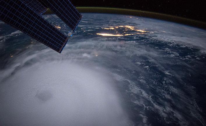 Фото урагана Хоакин, сделанное астронавтом Скотом Келли с борта МКС