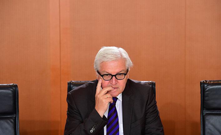 Министр иностранных дел Германии Франк-Вальтер Штайнмайер перед встречей правительства в Берлине