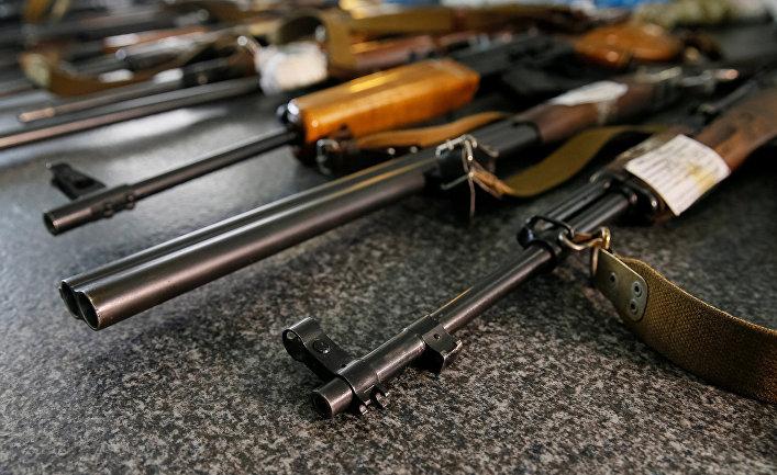 Конфискованное оружие в полицейском участке в Славянске
